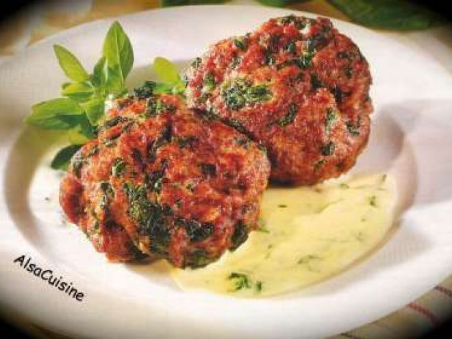 Boulettes de viande hachée aux épinards, sauce fromage basilic
