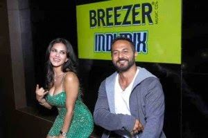 #Breezer #Launches The Refreshingly #Indian #Indi #Mix #Nimbu #Paani And #Aam #Panna At #Mtv #Splitsvilla #Season Launch #Party With #Sunny #Leone http://pocketnewsalert.blogspot.com/2014/06/breezer-launches-refreshingly-indian.html