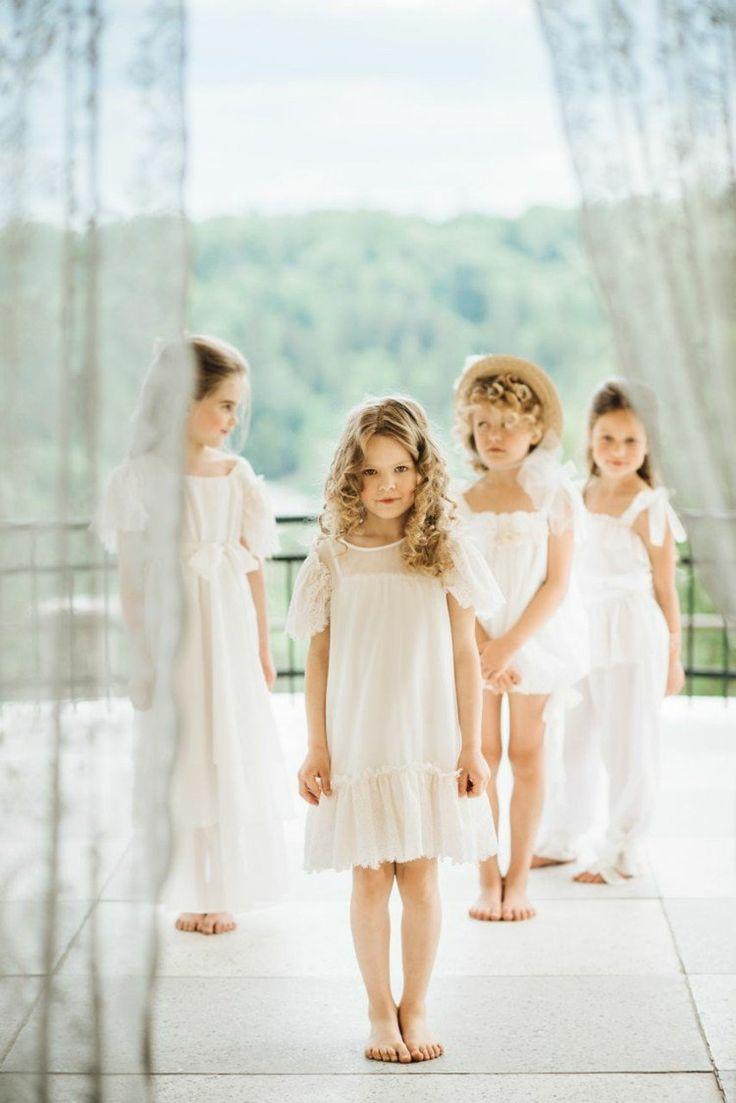 mode petite fille - robes d'été longues et courtes et ensembles en blanc décorés de rubans