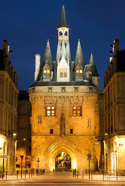Porte Calihau lit up at night time in Bordeaux. The 15th century Porte Calihau is a historic gateway to Bordeaux, standing between the quays of the Garonne River and the Saint Pierre district of the city.
