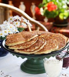 Sveler eller lapper er nydelige kosemat formet som små pannekaker. Ikke veldig ulike amerikanske pannekaker og nydelig å servere med litt syltetøy eller brunost på. Dersom du ikke har egen takke, kan du helt fint steke sveler i stekepannen. Denne oppskriften gir ca. 20 sveler.