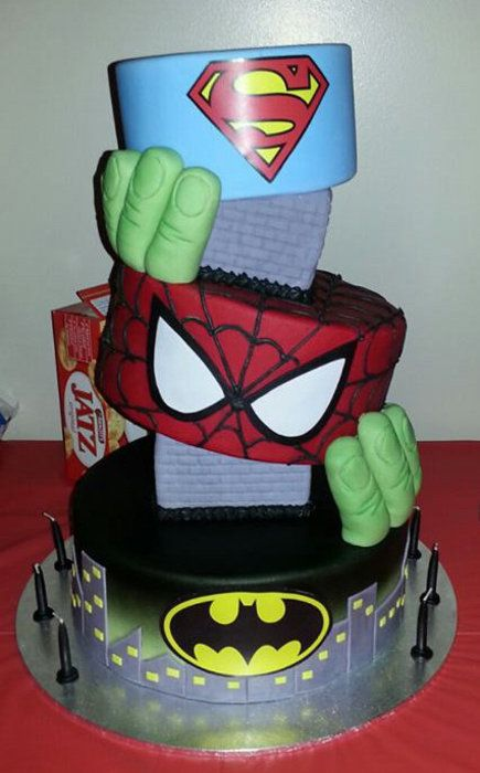 Super Hero's Cake I want this for my next Birthday!! but instead of spiderman and hulk I want Thor and Wonder Woman.