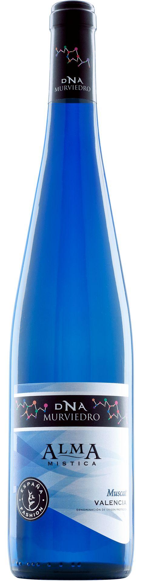 DNA Fashion Alma Mística - Nota de Cata Color: Amarillo con matices verdosos, muy brillante. Aroma: Muy intenso y de gran complejidad, con un amplio abanico de aromas a frutas exóticas (lychees, maracuyá) y matices florales. Sabor: Sabroso y aromático, envolvente pero fresco, muy persistente.  Sugerencias de Servicio Alma Mística es un vino blanco muy aromático y de gran personalidad, ideal para acompañar ensaladas, calderetas de pescado, fideuà, paellas, mariscos y carnes blancas. También…