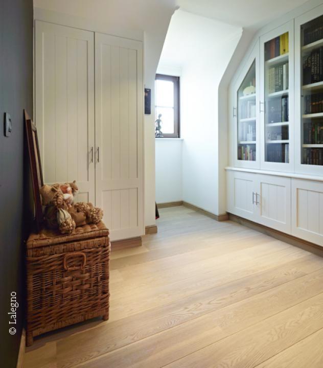 Als je regelmatig de decoratieve elementen in je woning wil veranderen en op zoek bent naar een neutraal, veelzijdig vloeroppervlak met een stijlvolle look die bij alles past, is deze vloer voor jou een zeer goede keuze.