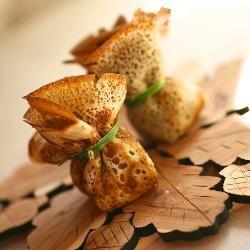 Блинные мешочки с сыром и ветчиной (Cheese and ham Pancake purses)