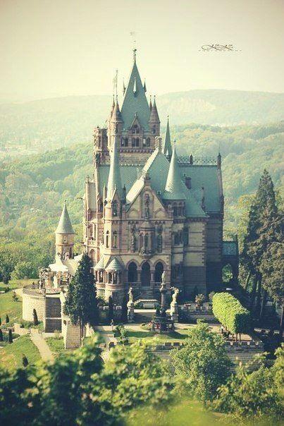 Путешествие: старый замки Европы.
