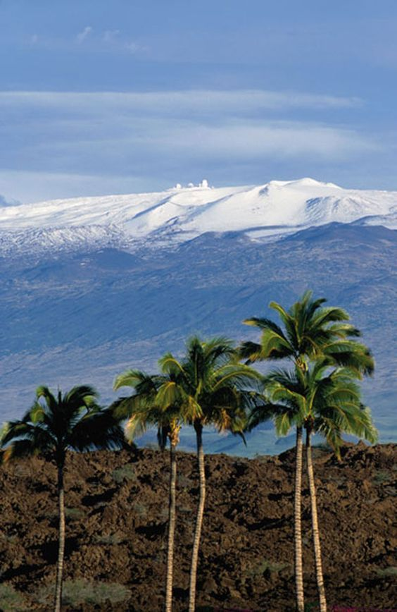 Mauna Kea, Hawaii, USA The highest mountain in Hawaii, Mauna Kea offers some unique sights for this tropical paradise. Snow and skiing are not uncommon during the winter months