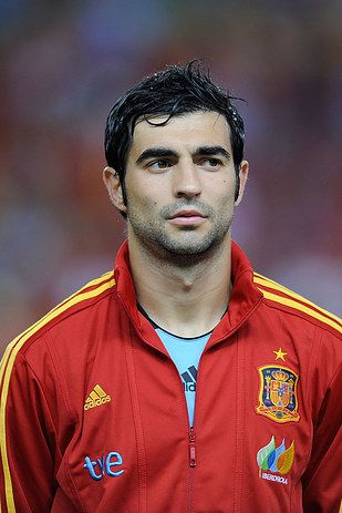 OK, first of all, Spain has this beautiful sometimes-bearded, sometimes-not-bearded, always-gorgeous-looking hunk named Raul Albiol. | 49 Reasons The Spanish World Cup Team Is Definitively The Hottest World Cup Team