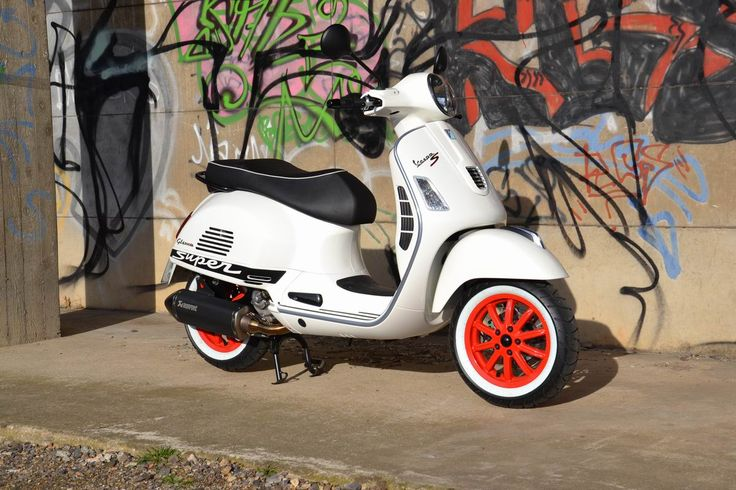 Vespa GTS white red