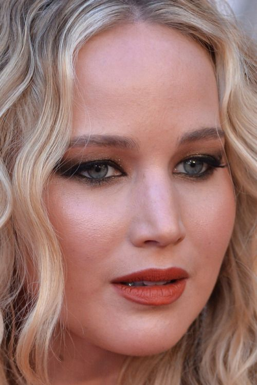 jennifer lawrence at the oscars jennifer lawrence oscars academy awards red carpet makeup celeb celebrity celebritycloseup