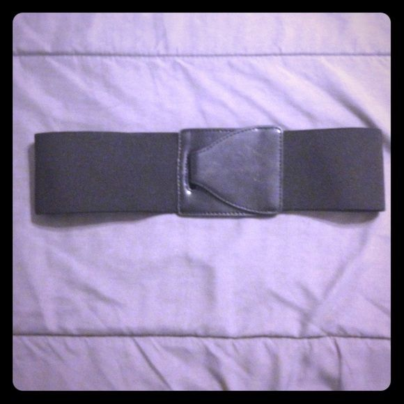 Black Simply Vera Wang belt! S/M black simply Vera Wang elastic belt! Simply Vera Vera Wang Accessories Belts