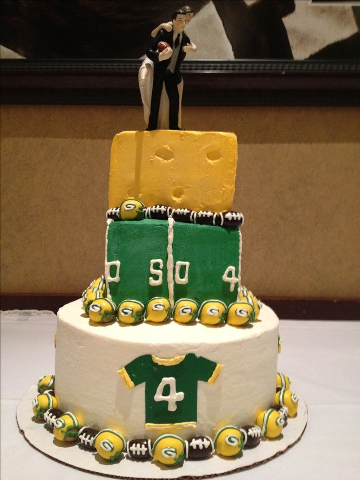 Green Bay Packers Wedding Cake at my cousins Packer themed wedding. Cake by Eva Vokolek