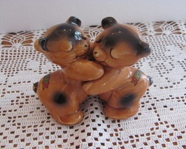17 best images about van tellingen salt pepper on pinterest popular cookie jars and vintage - Salt and pepper hug ...