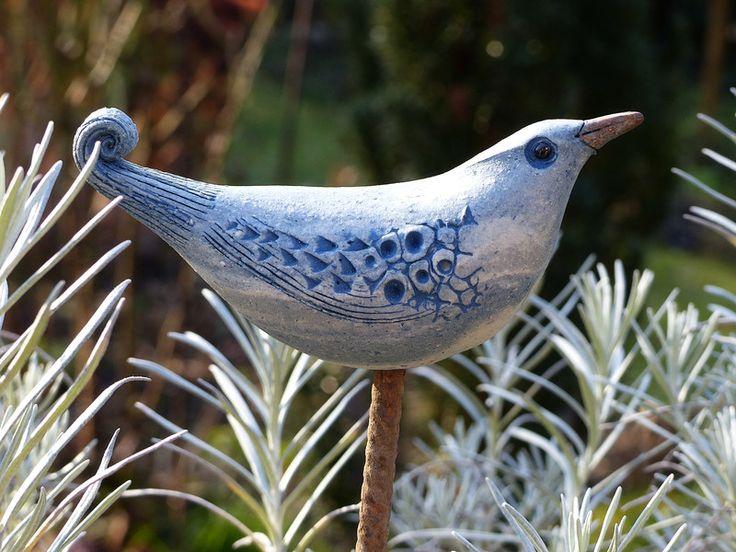 keramik  gartenkeramik steckvogel schnörkelschwanz  ein