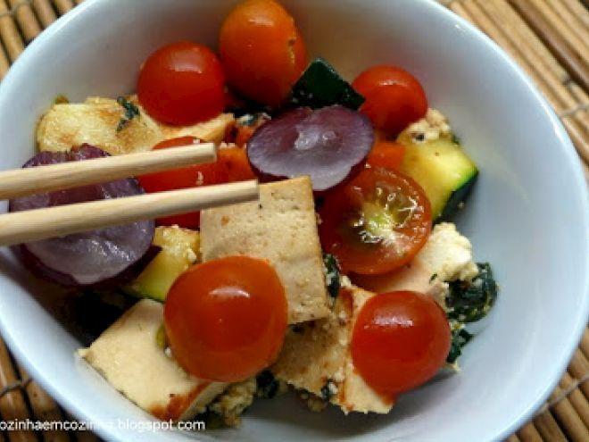 Receita Entrada : Salda de tofu marinado em iogurte e legumes com requeijão de Ccarmo