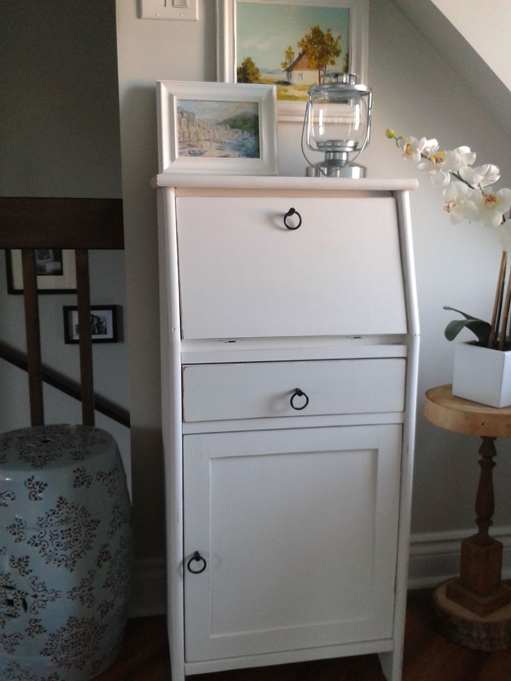 Latest project: a 20$ second-hand find revamped into a cute secrétaire with white chalk paint and different knobs!