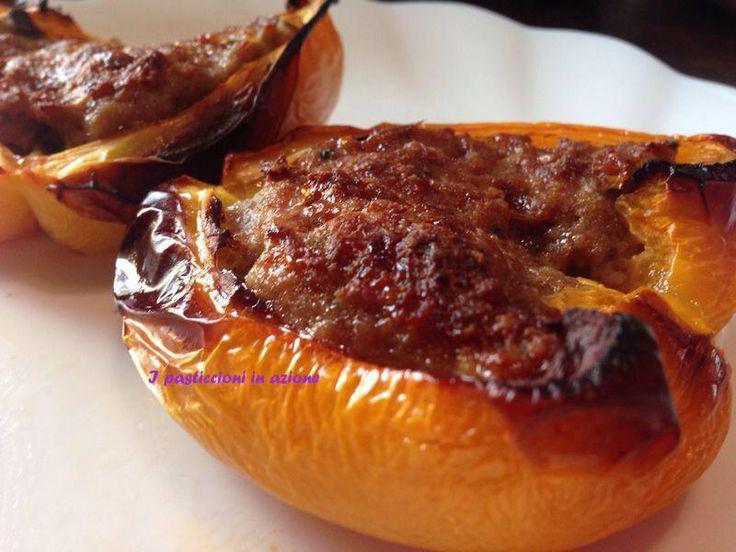Peperoni ripieni sono un piatto estremamente facile da preparare e si può gustare sia caldo, che tiepido ma anche freddo!!!