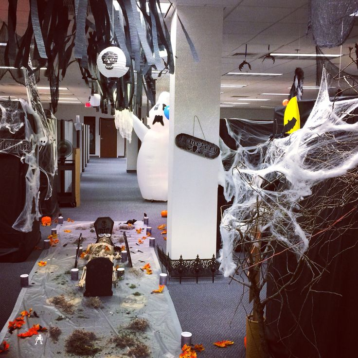 25 best ideas about halloween cubicle on pinterest halloween office halloween office. Black Bedroom Furniture Sets. Home Design Ideas