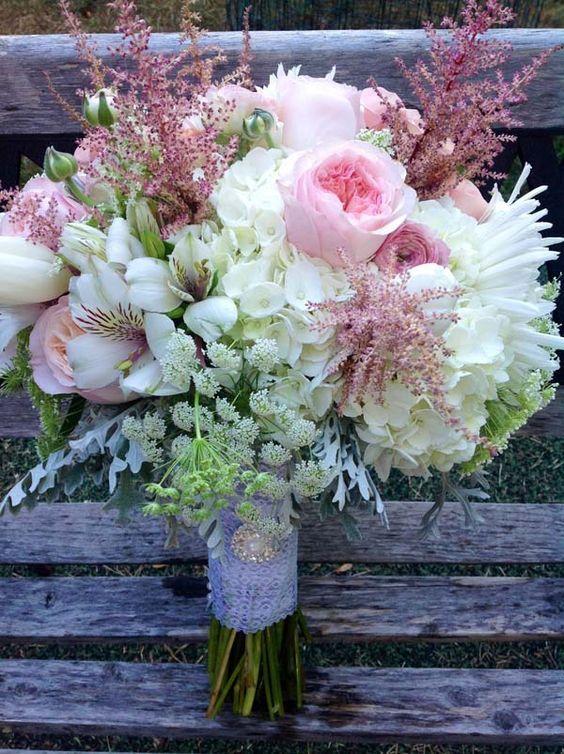 Un bouquet de novia otoñal.                                                                                                                                                                                 Más
