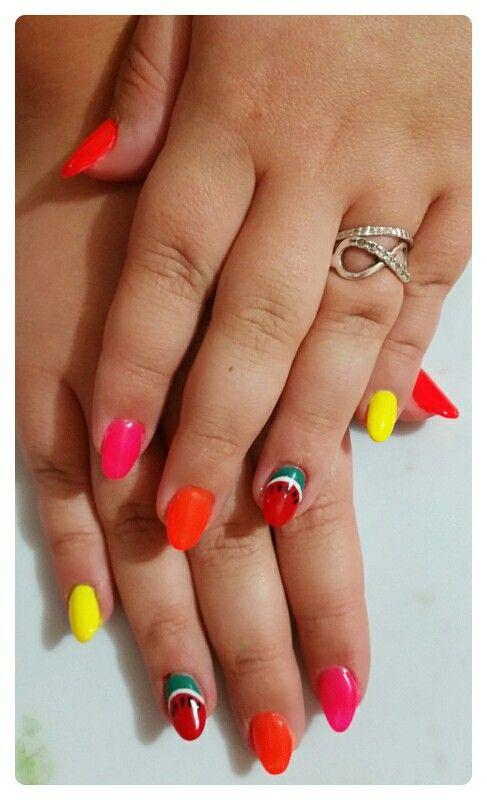 Multicolore fluo nail art anguria