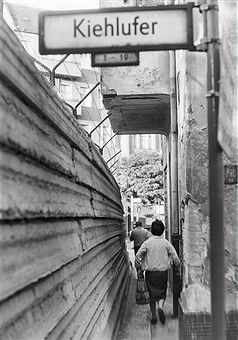 Allemagne / RDA, Berlin.  Le mur à Kiehlufer.  août 1965