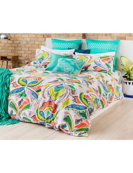 The Keiko Reisha duvet cover set brings the freshness of spring and summer to…