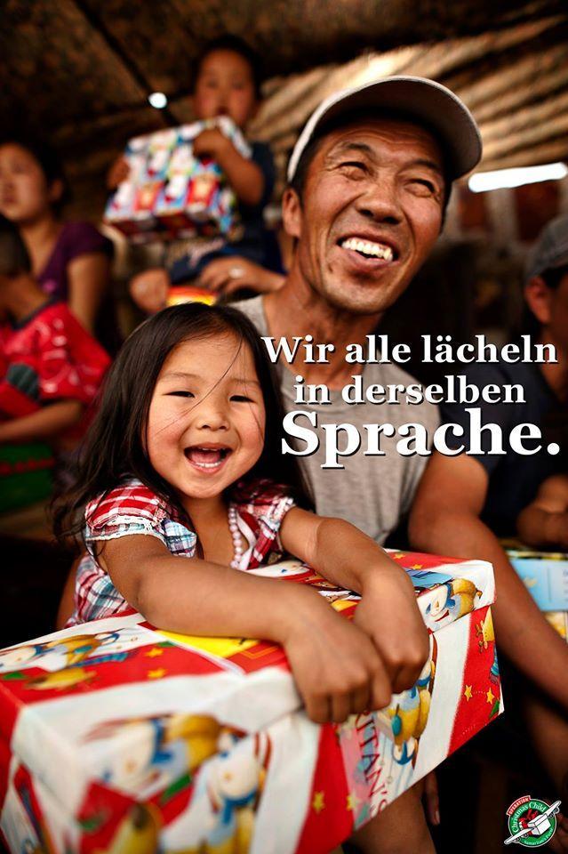 Jedes Kind verdient es, gesagt zu bekommen: Du bist geliebt! Jedes Kind verdient es, ein Geschenk zu bekommen. Jedes Kind verdient es, zum Lächeln gebracht zu werden.