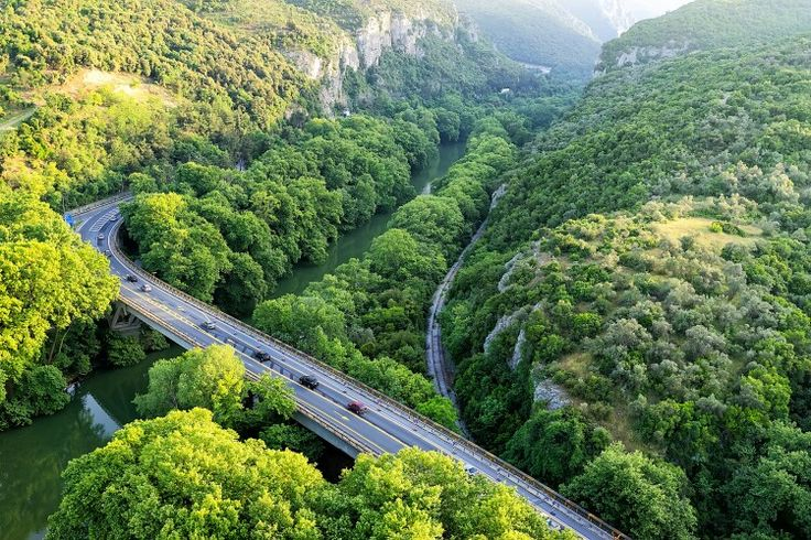 Tempi Valley in Greece. Visit the valley with 1000 Colours