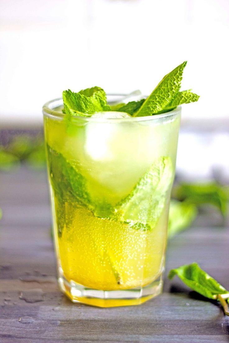 Ricette cocktail. Amalfito, cocktail con limoncello, rum bianco e menta.