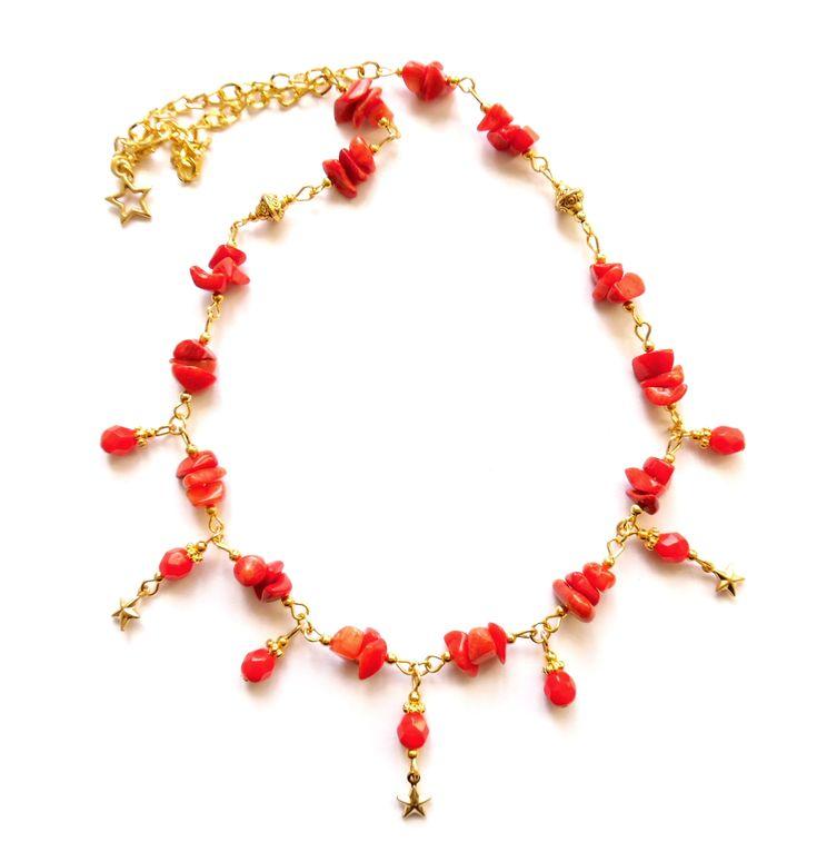 Halsband i guldplätering med kristallpärlor och röd korall  Längd: 48cm