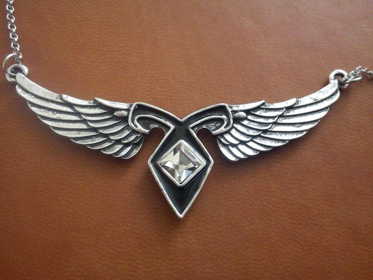 Collar Runa Angelical Con Alas De Angel Cazadores De Sombras - $ 300.00 en MercadoLibre
