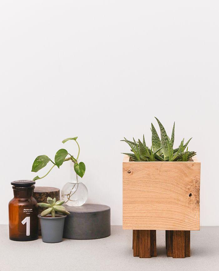 Cache-pot PAT en chêne massif réalisé à la main en FRANCE https://shop.studio-adc.fr/produit/cache-pot-bois-artisanal-pat/