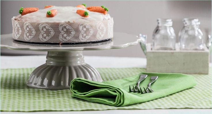 Selbst Kinder, die kein Gemüse mögen, dürften diesen Möhrenkuchen lieben. Der leckere Rüblikuchen ist ungeheuer saftig und leicht zu backen.