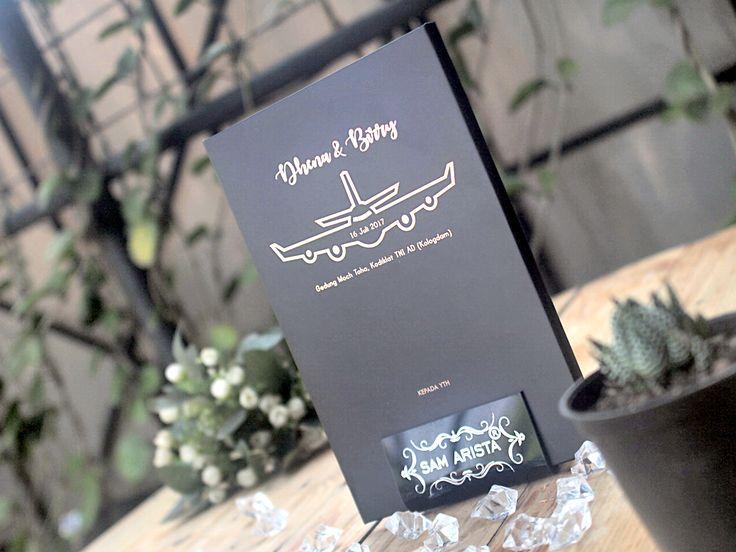 This very very elegant invitation cards right! written in black shiny gold looks simple but still luxurious  with custom your design  ❤💐💍 . . . #samarista #wedding #invitation #bandung #indonesia #simple #elegan #mewah #ridwankamil #blackgold #custom #undanganpernikahanbandung #undanganpernikahanmurah #weddingplanner #weddingorganizer #samandbrother #souvenirgift #pasirluyutimur #art #infobgdg_ #infobandung #infobandungraya #pernikahan #kartuundanganmrah #kartuundanganbandung…
