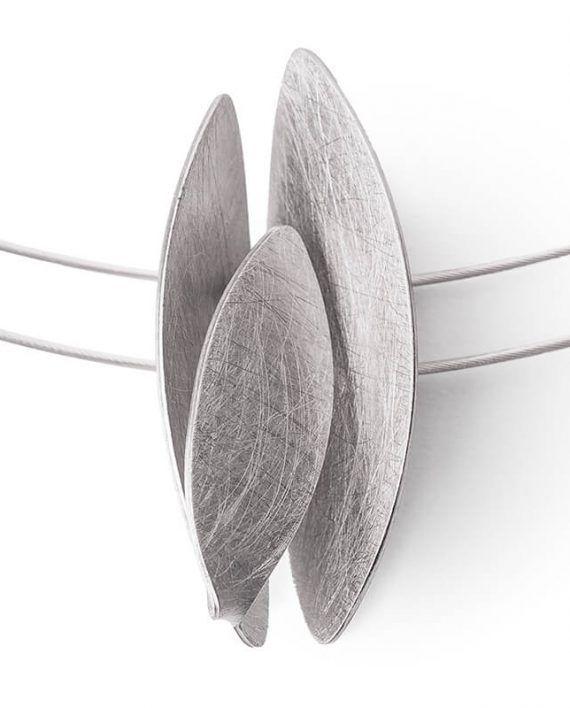 Petals: Gargantilla Triple – Maka Dama