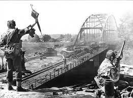 Een brug tever