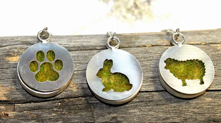 These cute pendents from cselőmari, bring spring a bit closer to you. Perfect gifts for your friend, or get one for yourself.