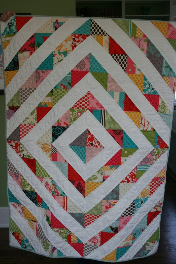 Just love this.  Great quilt for my It's A Hoot scraps.Crafts Ideas, Beautiful Quilts, Hst Quilt, Quilt Ideas, Baby Quilts, Gorgeous Quilt, Crib Quilts, Bright Colors, Quilt Pattern
