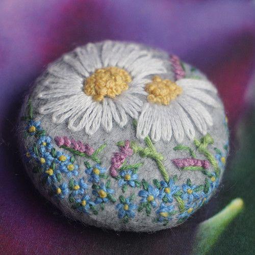 Vyšívaný knoflík, brož Kopretiny hrachory pomněnky, Big button, brooch, embroidery, embroidered, daisies, peas, forgings, nature, rose, romance, girl, soft, soft, light