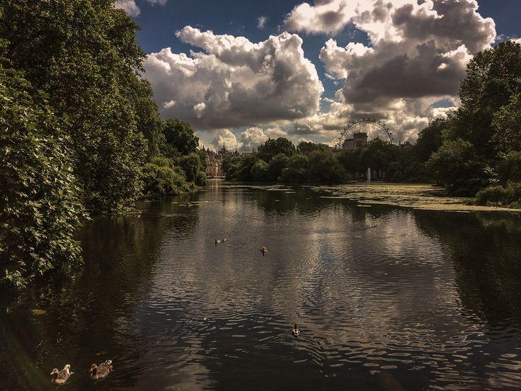 Sunny London - null