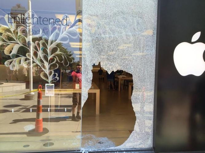 Thieves Target Durham, North Carolina Apple Store in Smash-and-Grab Robbery Thieves stole an unknown number of MacBooks in a smash-and-grab theft at the Apple Store located in the Southpoint Mall in Durham, North Carolina. The MacBook units reportedly were display models situated in the front section of the store.
