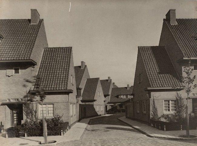 G. Versteeg. Housing, Landbouwstraat and Schoffelstraat in Betondorp, Oost…