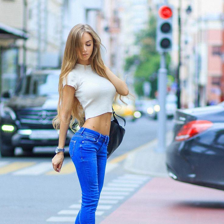 рано горячие девушки на улицах короткой стрижкой