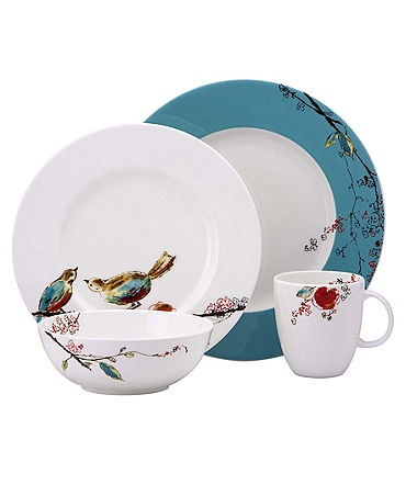 """""""Put a bird on it."""" I like the contrasting color on the dinner plate!"""