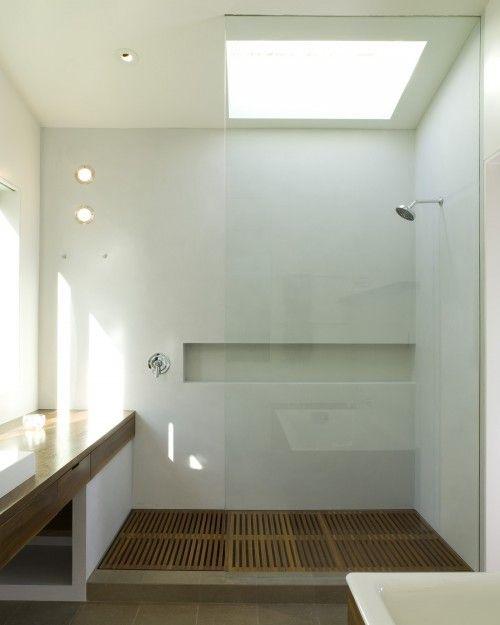 Du caillebotis au sol dans la douche