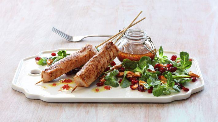Kalkunspyd med blandet salat, granateple og glaserte cashewnøtter - Gjester - Oppskrifter - MatPrat