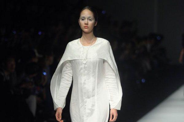 JiJi designer del marchio Underoath porta con sé una nuova prospettiva attraverso cui descrivere vivere e spiegare l'abito femminile.
