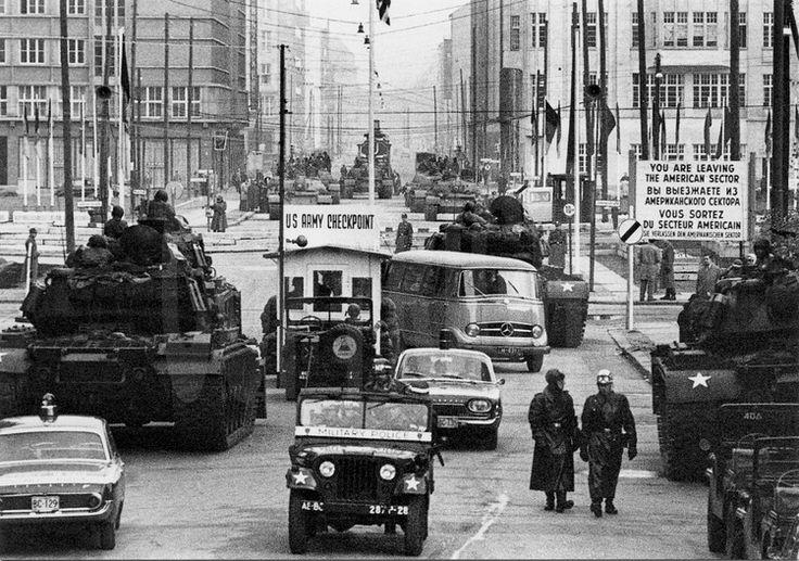 Le Checkpoint Charlie (point de contrôle C, comme Charlie dans l'alphabet phonétique de l'OTAN) est l'un des postes frontières berlinois qui, lors de la Guerre froide, permettait de franchir le mur qui divisait la capitale allemande entre le secteur Ouest et le secteur Est. Il se situait sur la Friedrichstraße, à la frontière entre les districts de Mitte (en secteur soviétique) et Kreuzberg (en secteur américain).