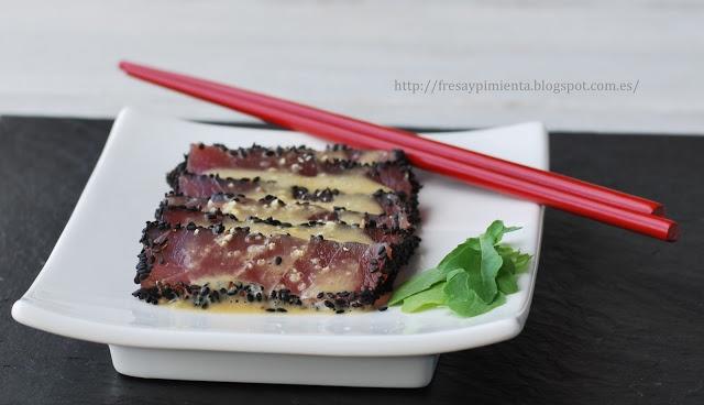 fresa  pimienta: Tiradito de atún con tamarindo y leche de tigre.
