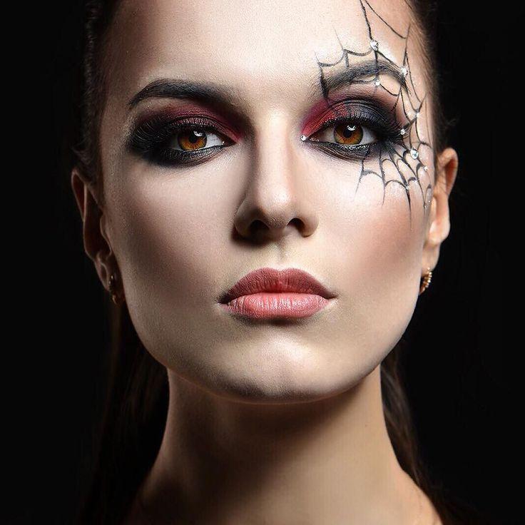 Всегда красивая @_loik_  Даже на #хэллоуин  Макияж: @anastasia_makeup_  Фото: @nikola_foto #veronikostyle #якутск #визажист #макияж #ykt #haloween #beauty #beautyface #yakutia #foto #fotorus #fotoface #spider by anastasia_makeup_